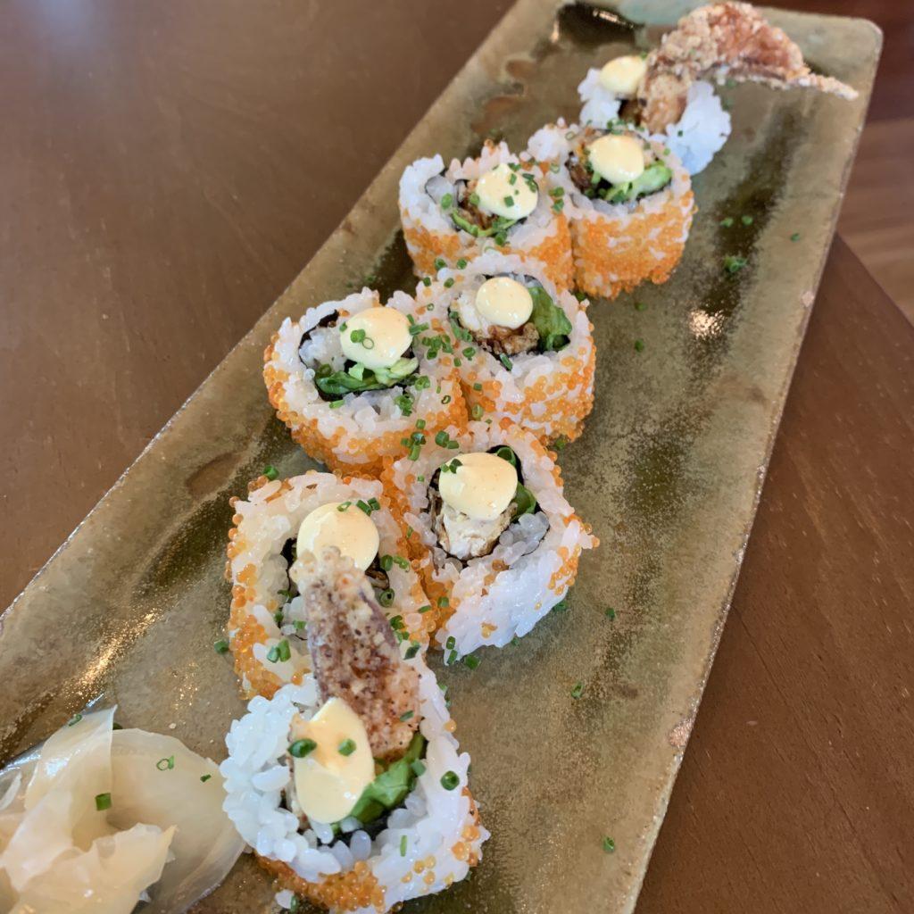 Futomaki de Cangrejo de Caparazón Blando 🦀 en Tempura Tobikko y Spicy Mayo