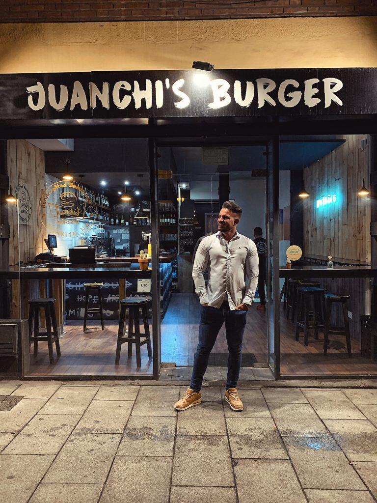 Pablo Cabezali en Juanchis Burger