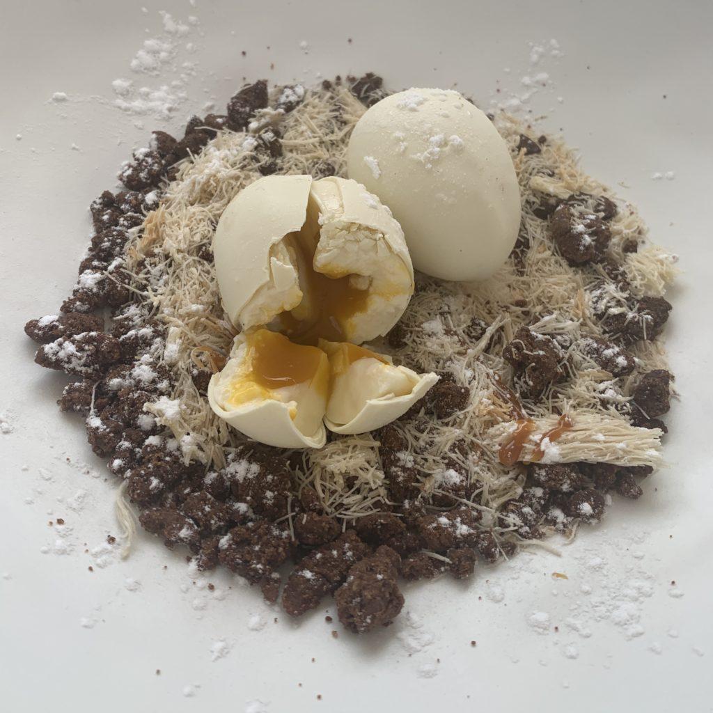 Huevos de Chocolate Blanco y Mango en su nido Mariatrifulca Sevilla