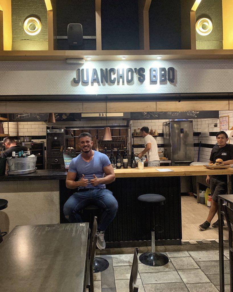 Cenando con Pablo en Juanchos BBQ