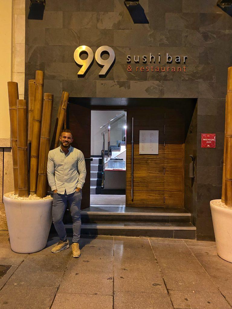 Cenando con Pablo en Restaurante 99 Sushi Bar